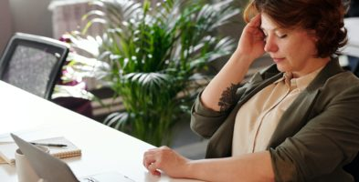 Плохое самочувствие до получения больничного суд счел уважительной причиной отсутствия на работе