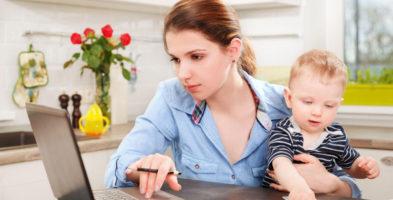 Родитель на полставки: платить пособие по уходу за ребенком при 4-часовой работе можно!